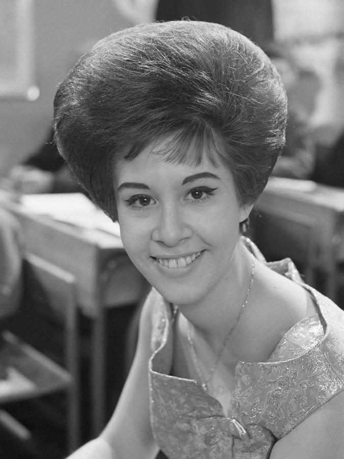 1200px-Helen_Shapiro_(1963).jpg