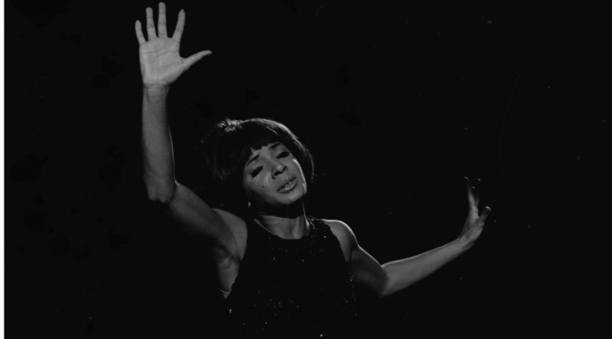 shirley-bassey-cardiff-1961-photo-david-farrell-1.jpg